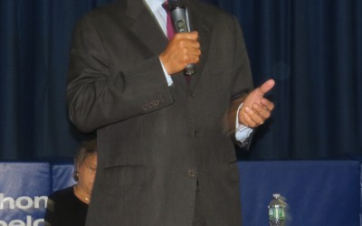 Slamming Mayor and Talking Education, Thompson Garners Support in Mid Queens