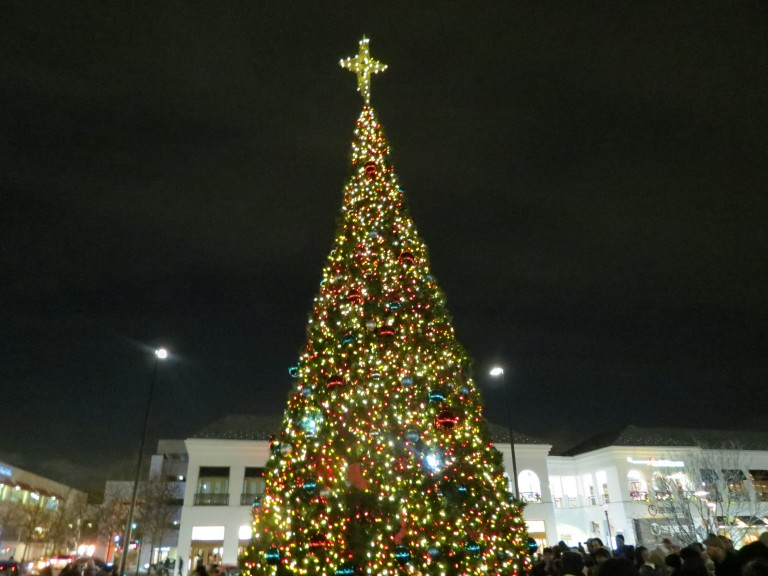 From Santa in a Caddy to Elves on Stilts, The Holiday Season Kicks Off in Glendale