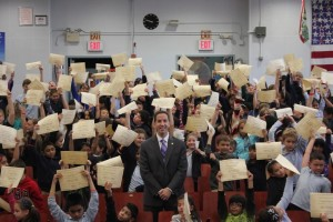 Assemblyman Phil Goldfeder this week announced his annual Summer Reading Challenge. Children who participate will be awarded in Excellence in Reading Certificate, which will, as pictured here at PS 232 in Lindenwood, be hand delivered by Goldfeder when students return to school in the fall. Photo courtesy NYS Assembly