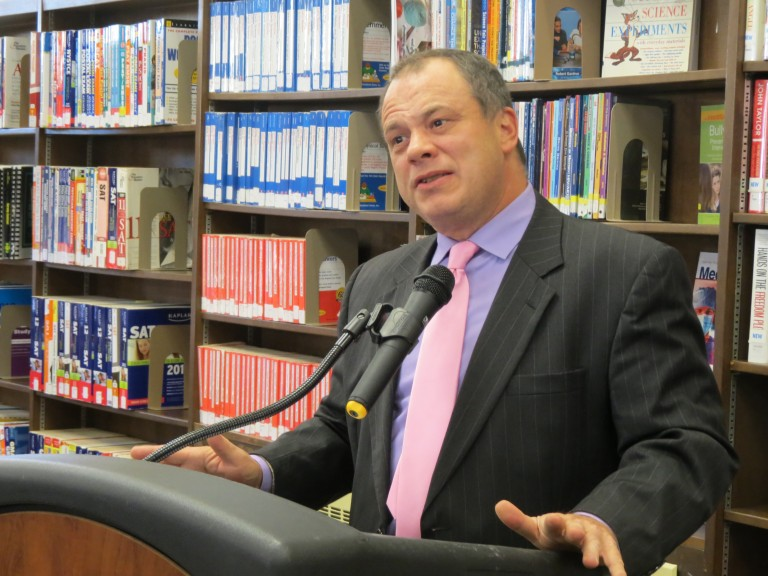 Comptroller Calls on Queens Library to Open Books