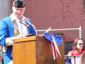 Maspeth Federal Savings President Kenneth Rudzewick served as ceremonial coordinator at the Memorial Day festivities, sporting colonial garb in honor of our nation's heroes. Photo by Phil Corso
