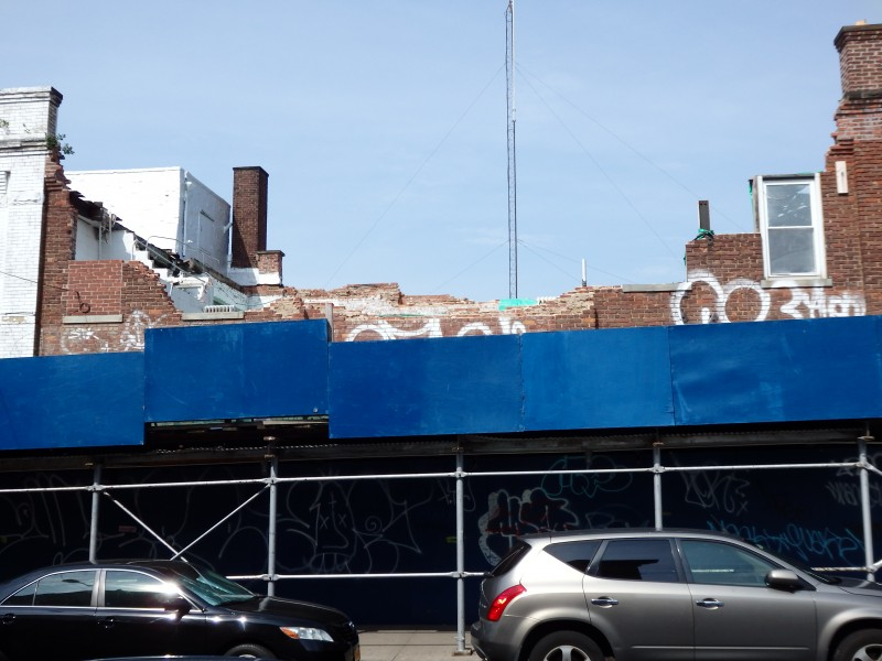 The partially collapsed building on Jamaica Avenue in Woodhaven still sits vacant, but work is expected by the end of July. Photos by Phil Corso