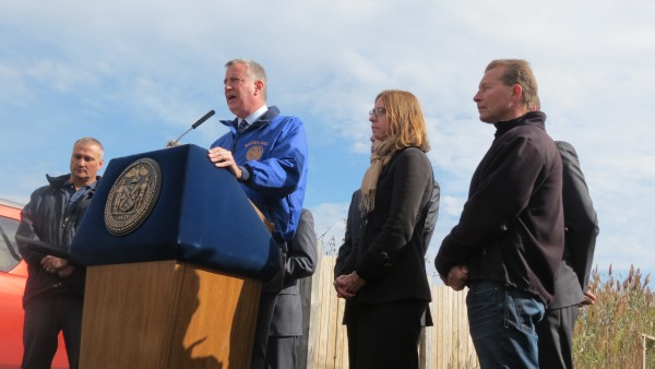 Mayor Bill de Blasio on Monday in Broad Channel raved about the progress of the Build It Back program since his administration assumed office in January.  Photo by Michael V. Cusenza