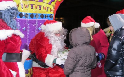 Thousands Flock to Little North Pole in Rockaway