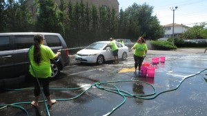 Car washers cooled off in the Queens County Savings Bank parking lot.  Forum Photo by Michael V. Cusenza