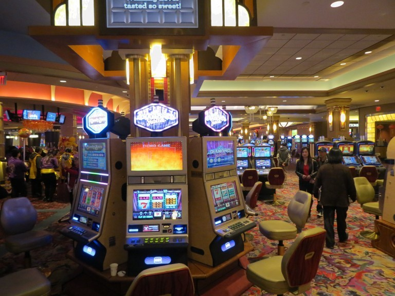 Cops Say Parents Left Kids in Car to Gamble at Resorts World