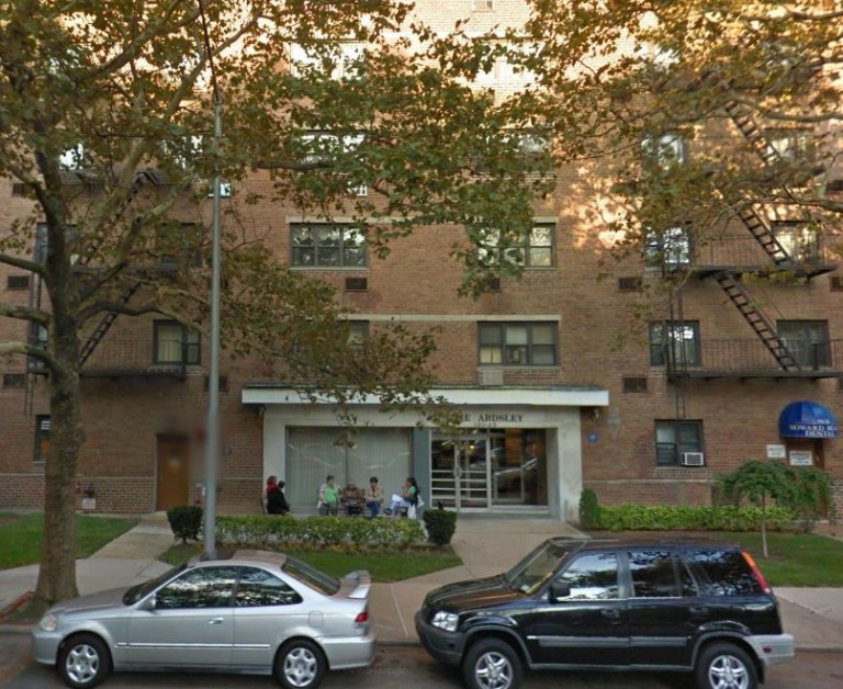 Man Dies in Lindenwood Apartment Fire