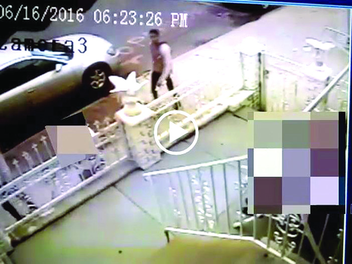 Three Men Flee with Purse after Violently Assaulting 61-Year-Old Woman