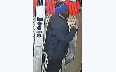 Pair of Perps Snatch Victim's Chain  on E Train at Richmond Hill Stop