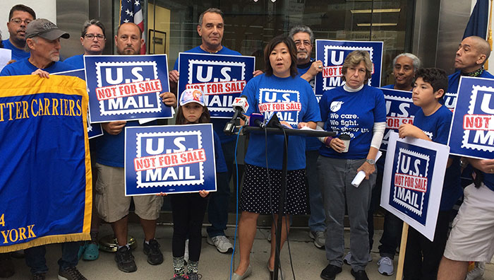 Postal Workers Rip Trump Proposal to Privatize USPS