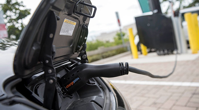 Mayor Touts Solar-Powered Electric Vehicle Chargers