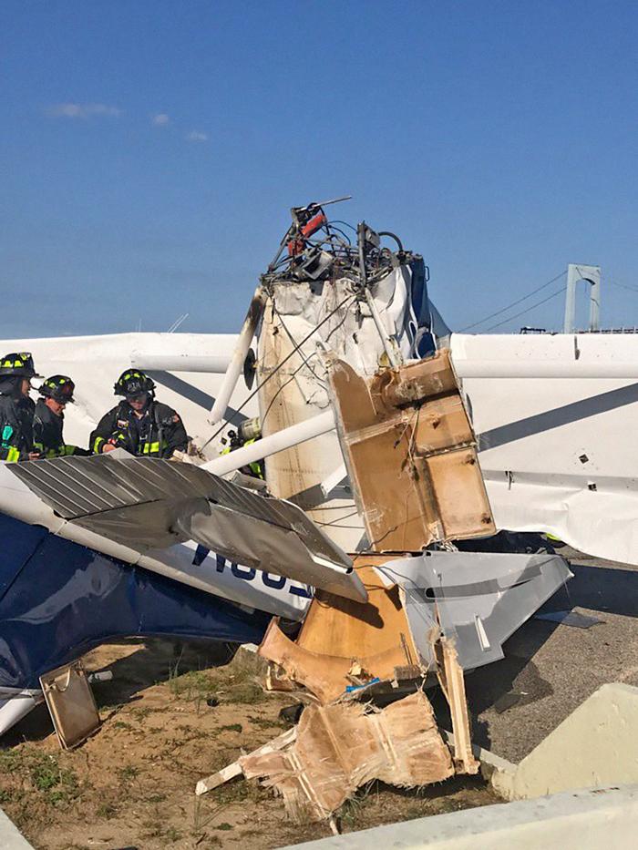 Authorities Probe Fatal Seaplane Crash