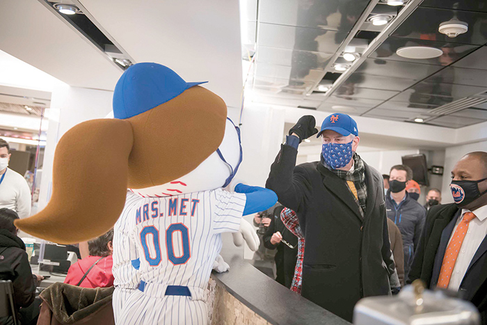 Photo Courtesy of Ed Reed/Mayoral Photography Office Even Mrs. Met rubbed elbows with Hizzoner last Wednesday.